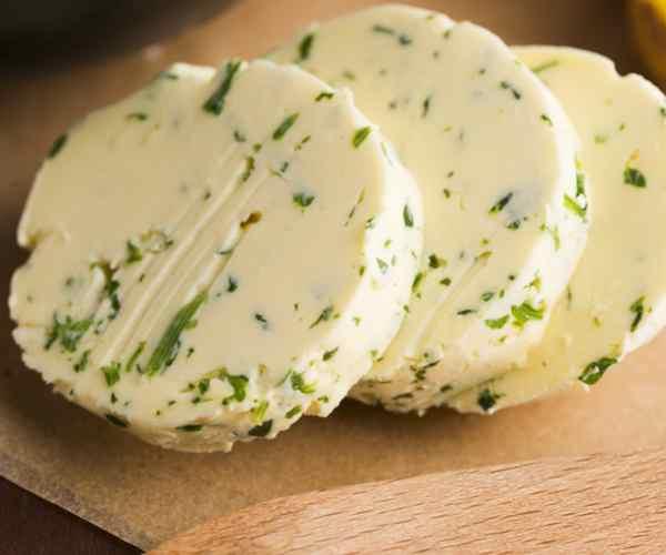 Photo of - Beurre à l'ail et au basilic