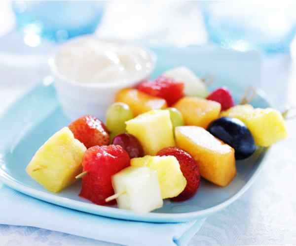 Photo of - Brochettes de fruits grillés