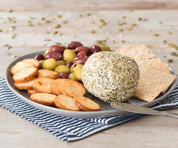 Photo of - Boule de fromage enrobée de graines