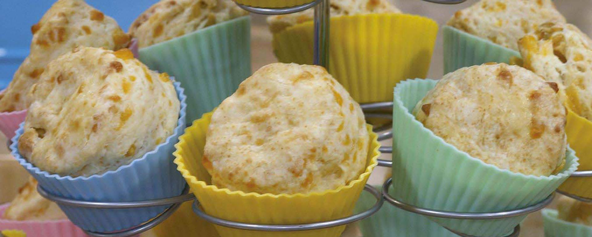 Photo for - Scones au babeurre, au cheddar et aux pommes
