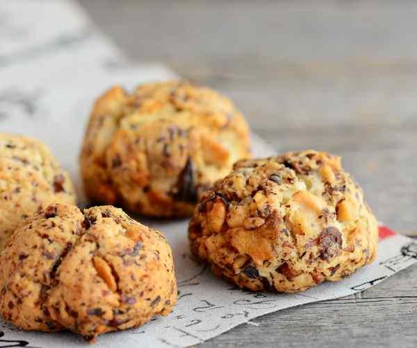 Photo of - Biscuits sablés aux noix de Grenoble et cheddar