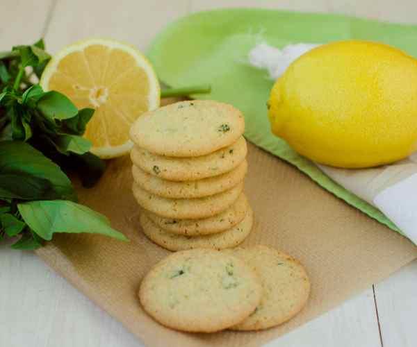 Photo of - Biscuits sablés au citron et au basilic