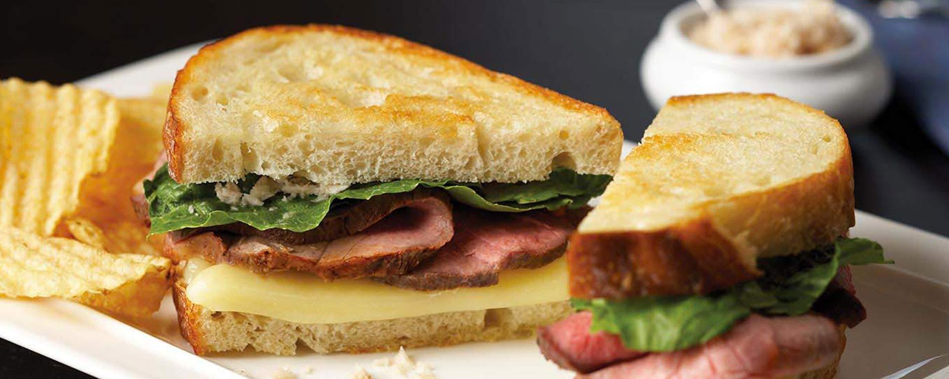 Photo for - Sandwich Grillé au Fromage, au Rosbif et au Raifort