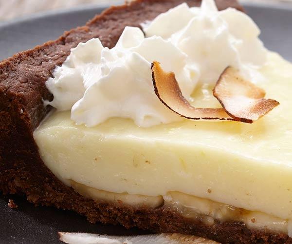 Photo of - Tarte à la crème suprême au chocolat, à la noix de coco et aux bananes