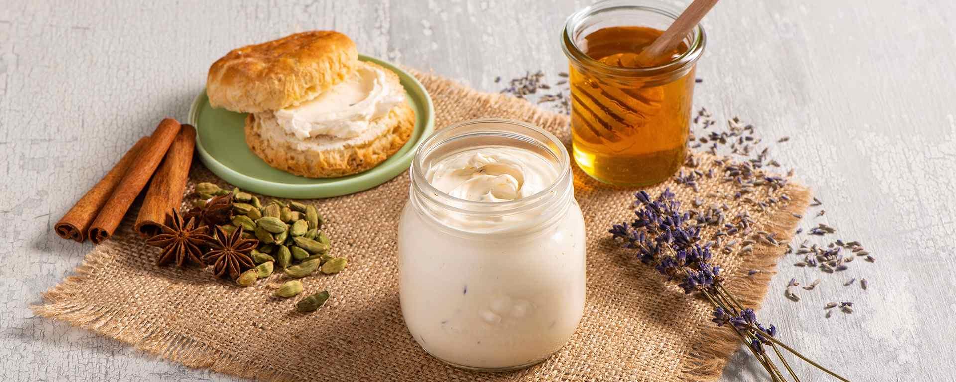 Photo for - Beurre fouetté au miel, à la lavande et au thé Chai