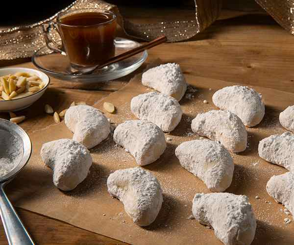 Photo of - Croissants de lune allemands Kipferl à l'amande